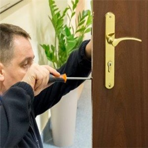 montaż zamka w drzwiach Warszawa