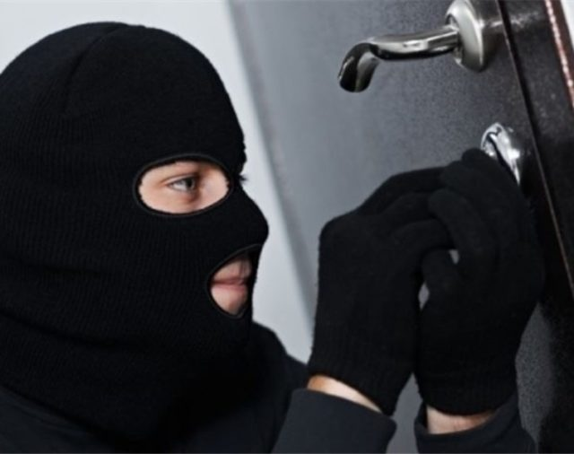 Włamanie do mieszkania – jak się uchronić?