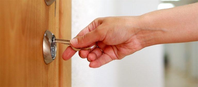 Co robić, gdy nie możemy otworzyć drzwi do mieszkania?